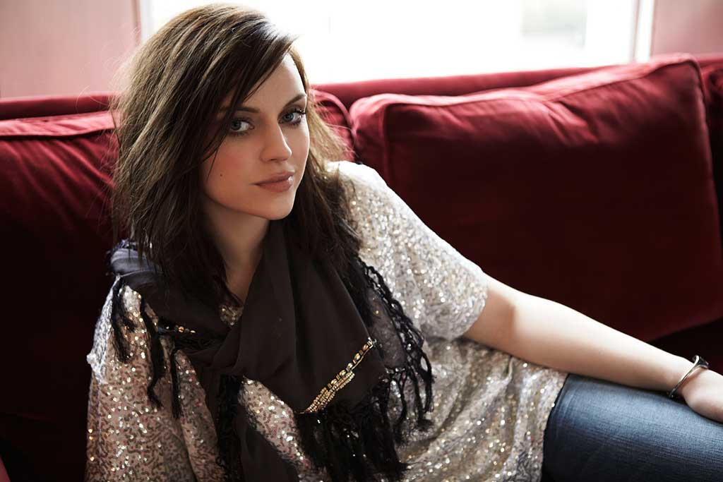 amy macdonald neues album a curious thing track4 blog. Black Bedroom Furniture Sets. Home Design Ideas