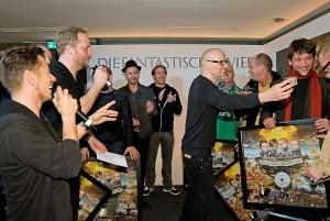 von links nach rechts: Michi Beck, Smudo, Thomilla, Andy Y, Thomas D, Plattenpapzt, Klaus Scharff (Fanta 4 Live Mischer), Enik