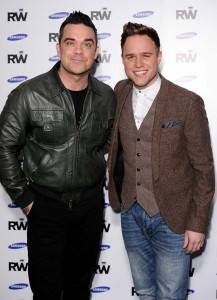 Robbie Williams u. Olly Murs - Foto: David Fisher/ Rex Features