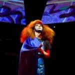Björk – meldet sich mit ihrem neuem Album BIOPHILIA zurück und präsentiert gleichzeitig ein außergewöhnliches Multimedia-Projekt