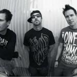 blink-182 melden sich mit neuer Single UP ALL NIGHT wiedervereint zurueck