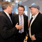 "HAUDEGEN – Bundesinnenminister Friedrich erhebt den Text von ""Flügel & Schwert"" zum Motto für den Kampf gegen Rechts."