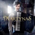 Akkordeonist Martynas erobert mit Debütalbum Chartspitze in UK