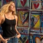 """Colbie Caillat macht in ihrem neuen Video """"Try"""" Schluss mit Schönheitsidealen"""