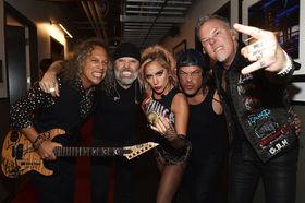 Metallica mit Lady Gaga - Foto: Metallica.com
