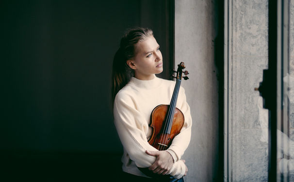 """Dunkle Klangwelten – Mit """"Nordic Noir"""" präsentiert Decca das erste Soloalbum von Mari Samuelse"""