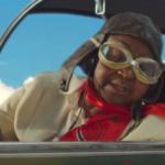 """Die jüngste 77-Jährige der Welt: Im Musikvideo zu """"Far From Home"""" hebt Calypso Rose ab"""